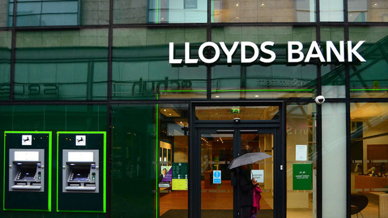 """Lloyds Banking Group Looking For """"Digital Currency Manager,"""" Faces Decisive Choice"""