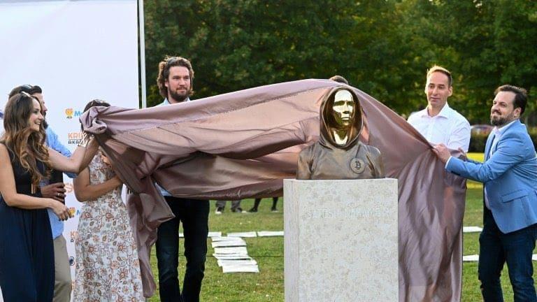 Hungary Debuts Statue In Honor Of Bitcoin Creator Satoshi Nakamoto