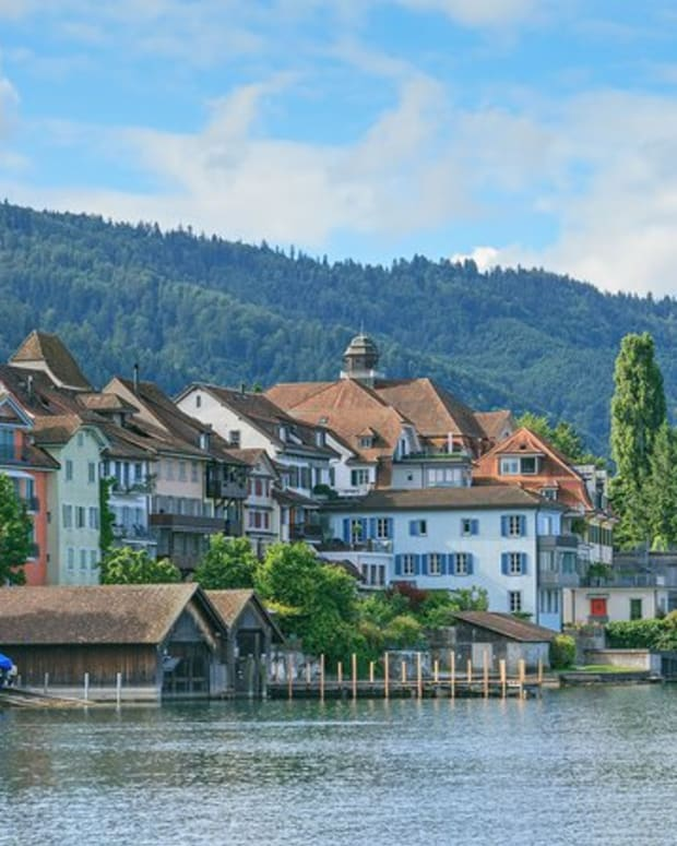 "Adoption & community - Swiss ""Crypto Valley"" to Create Digital Identities for Its Citizens on the Ethereum Blockchain"