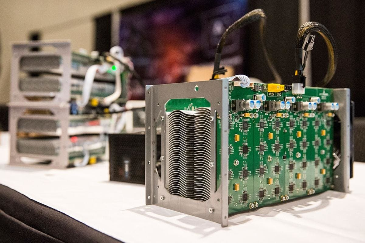 Bitcoin Miner Stronghold Upsizes IPO Price To $19 Per Share