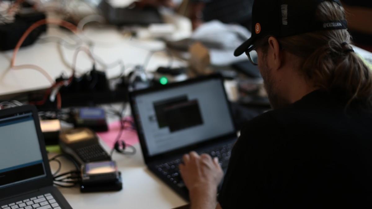 René Pickhardt hacking together a payment solution for Room 77