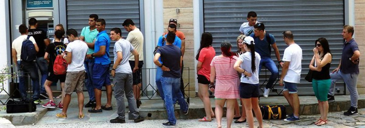 Op-ed - Bank Lines in Athens Trigger a Rush to Gold and Bitcoin