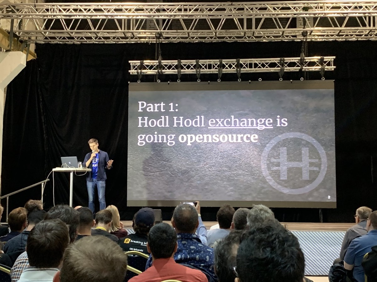Hodl Hodl co-founder Roman Snitko presenting at the Baltic Honeybadger 2019 conference