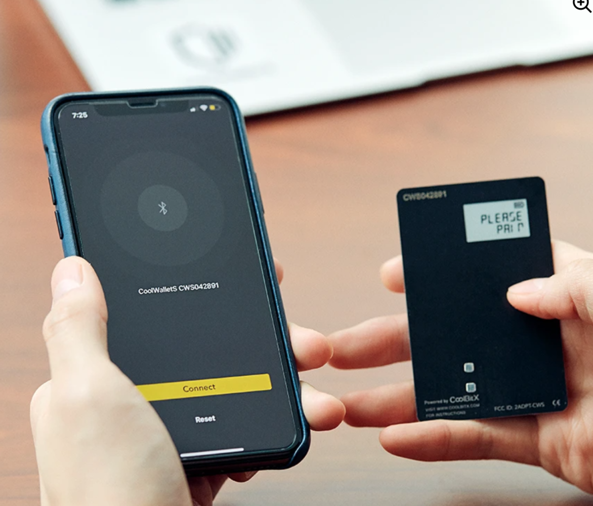TheCoolWallet S hardware wallet connects to the CoolBit X Crypto app (iOS/Android) via Bluetooth.